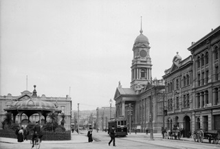 Street scene showing the rotunda opposite Wellington Town Hall.